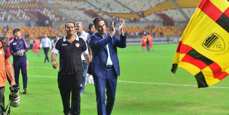 مدیرعامل باشگاه فولاد: مردم باید بدانند چرا رسانه ملی در حال زدن فوتبال است، فدراسیون از ورود دوربین ها به استادیوم ها جلوگیری کند