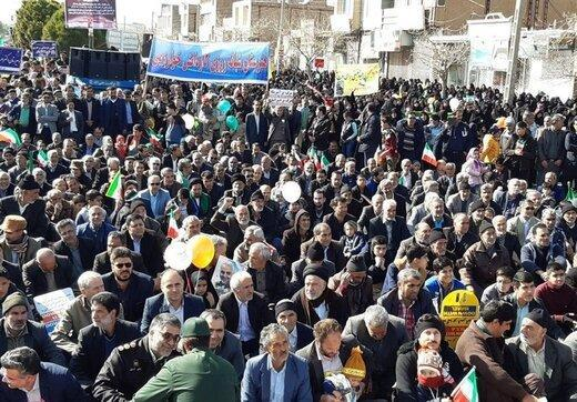 آسوشیتدپرس: راهپیمایی ها در بیش از 5000 شهر ایران در حال برگزاری است